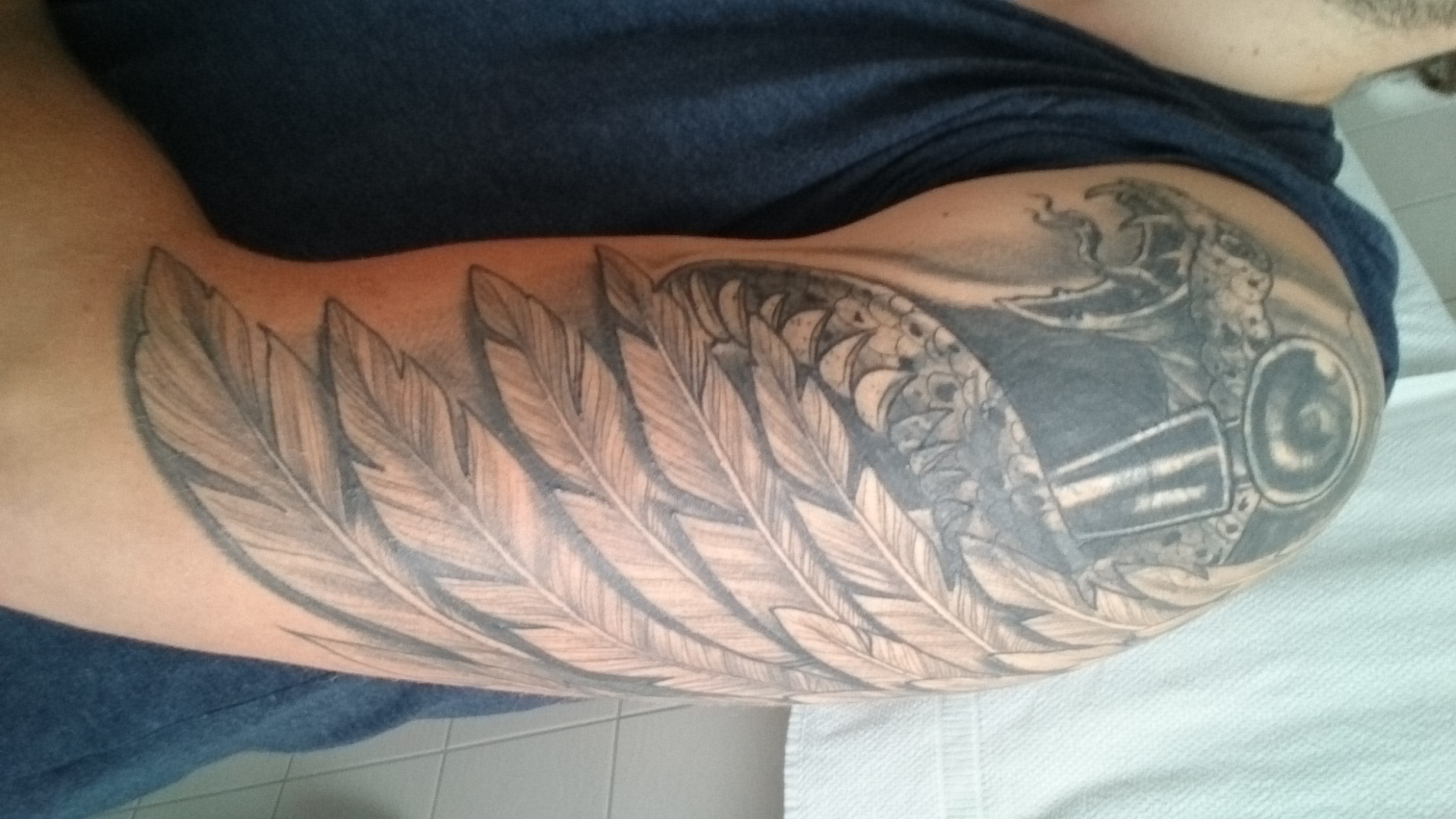 Tattoo nach 5 Wochen geschwollen und juckt : Tattoo